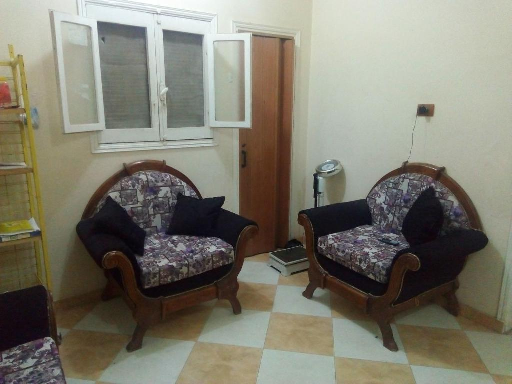 A seating area at Meena Rooms