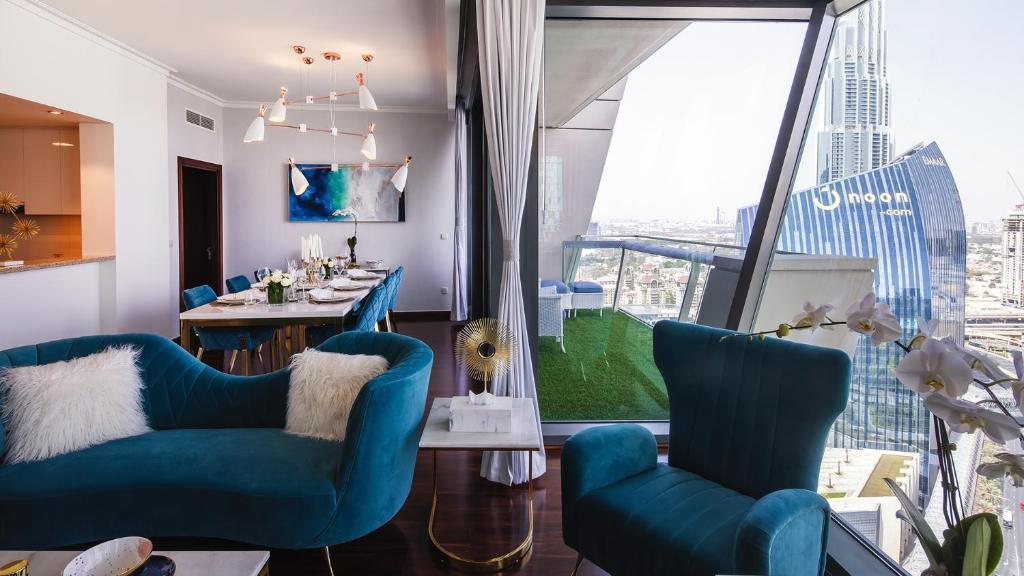 A seating area at Lavista Holidays - Burj Vista