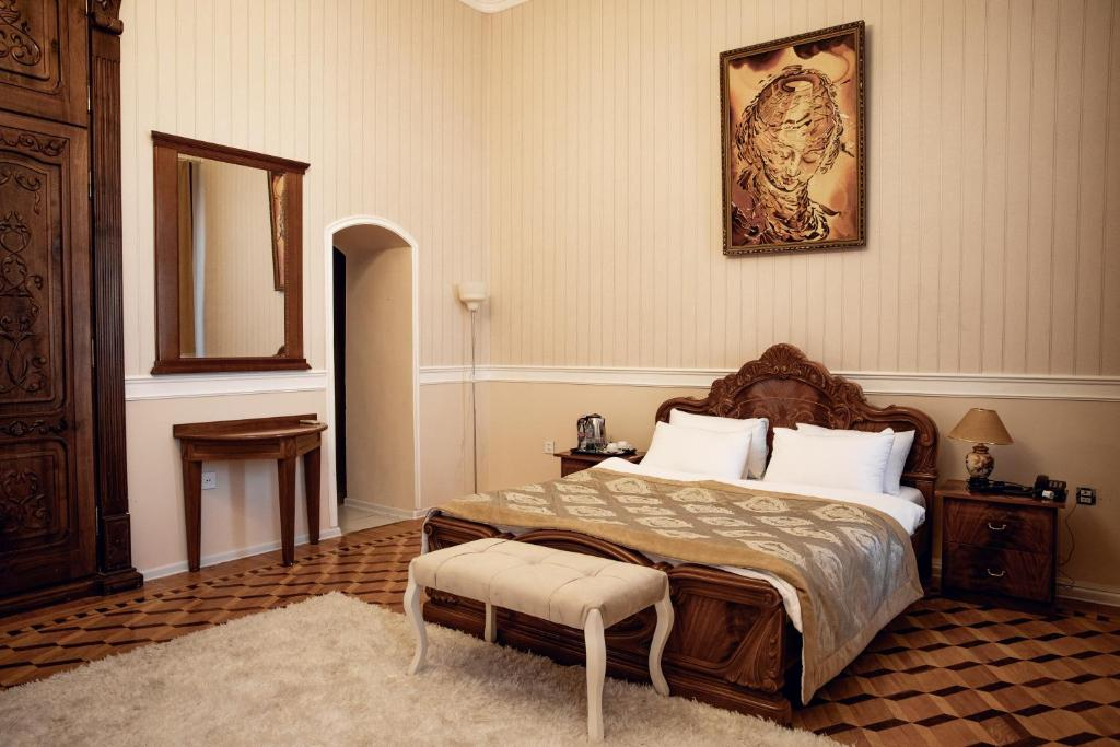 A bed or beds in a room at Baku Palace Hotel