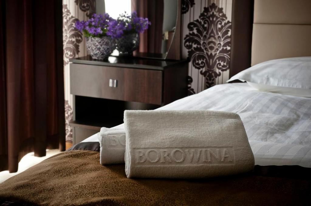 A bed or beds in a room at Hotel Borowina
