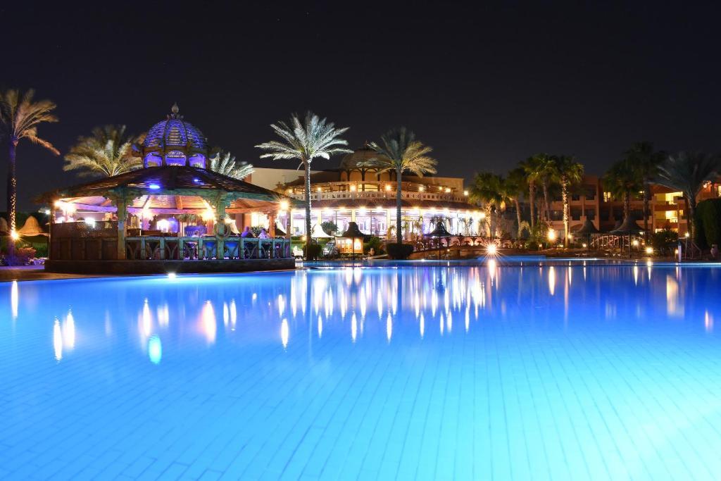 Het zwembad bij of vlak bij Parrotel Aqua Park Resort Ex. Park Inn by Radisson