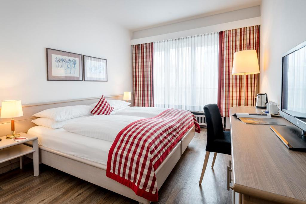 A bed or beds in a room at Hotel IMLAUER & Bräu