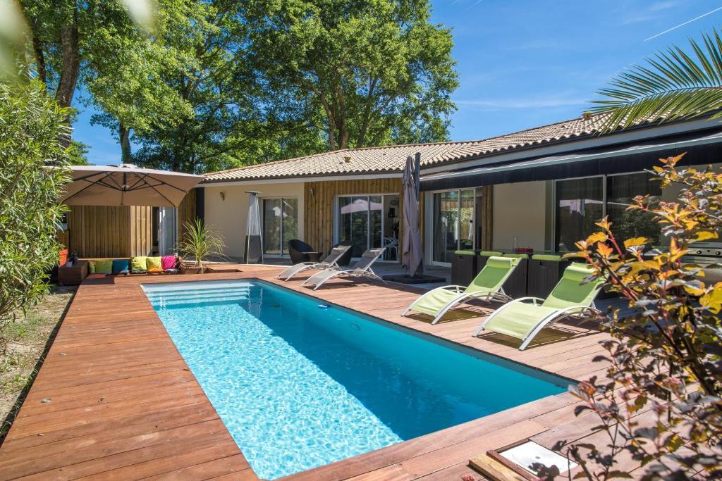 Villa avec Piscine et Terrasse Chauffées, La Teste-de-Buch ...