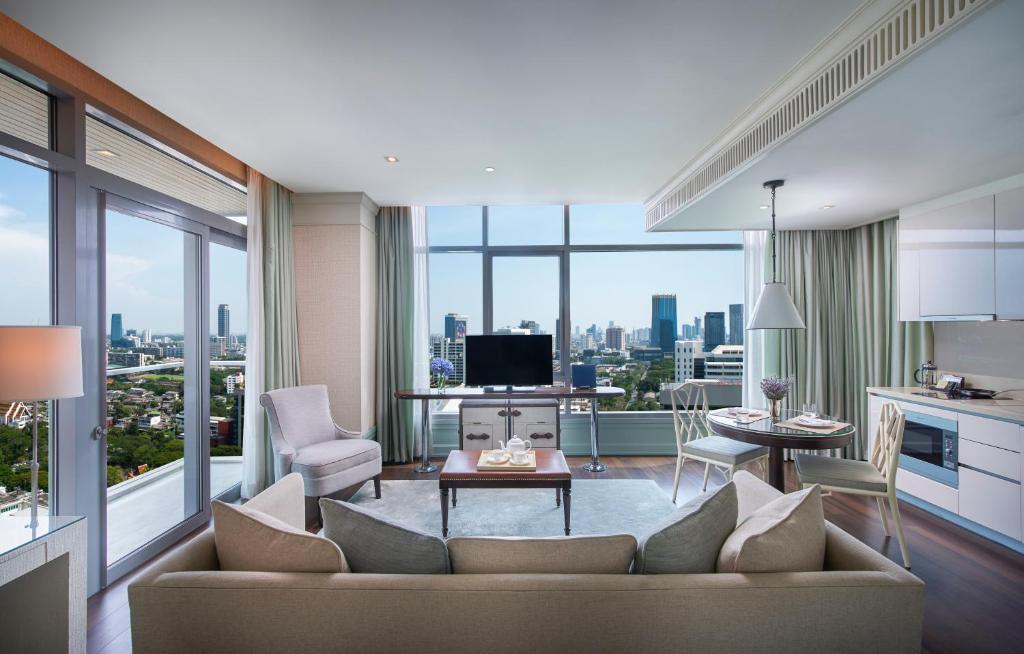 A seating area at Oriental Residence Bangkok