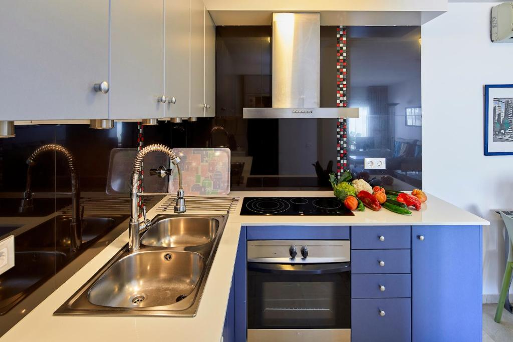 A kitchen or kitchenette at Apartamentos Centremar