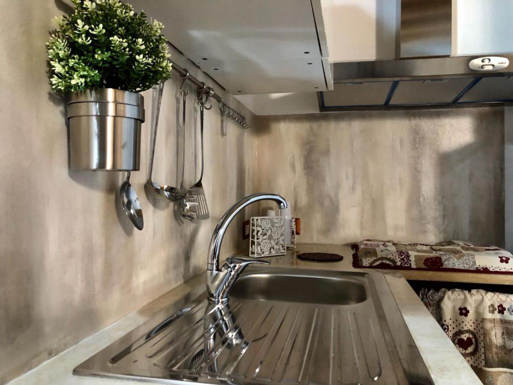 A kitchen or kitchenette at casa vacanza grazia