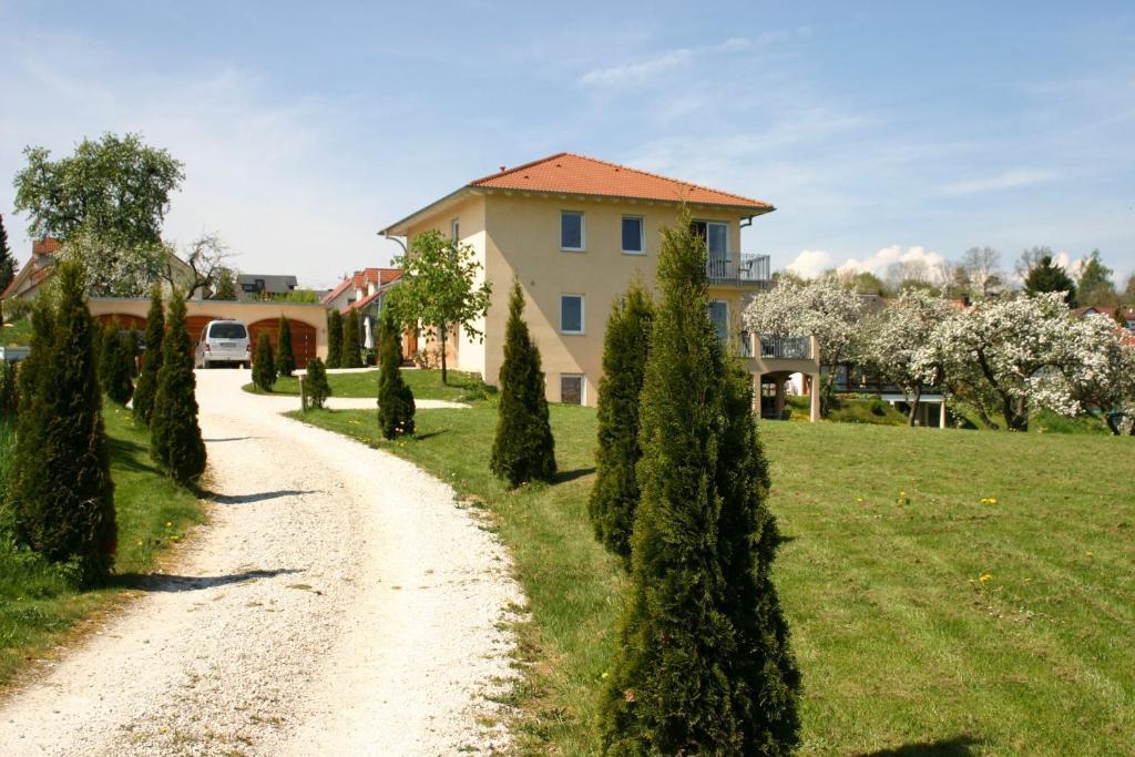 Villa Donautal (Deutschland Inzigkofen) - Booking.com