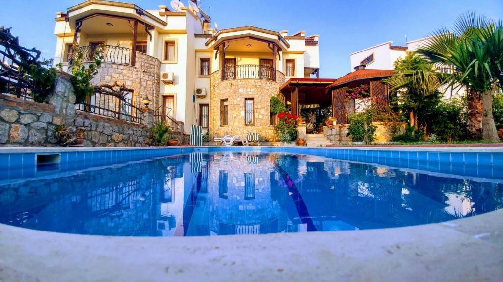 The swimming pool at or near Playa - Solo Villa 4 bedroom spacious villa