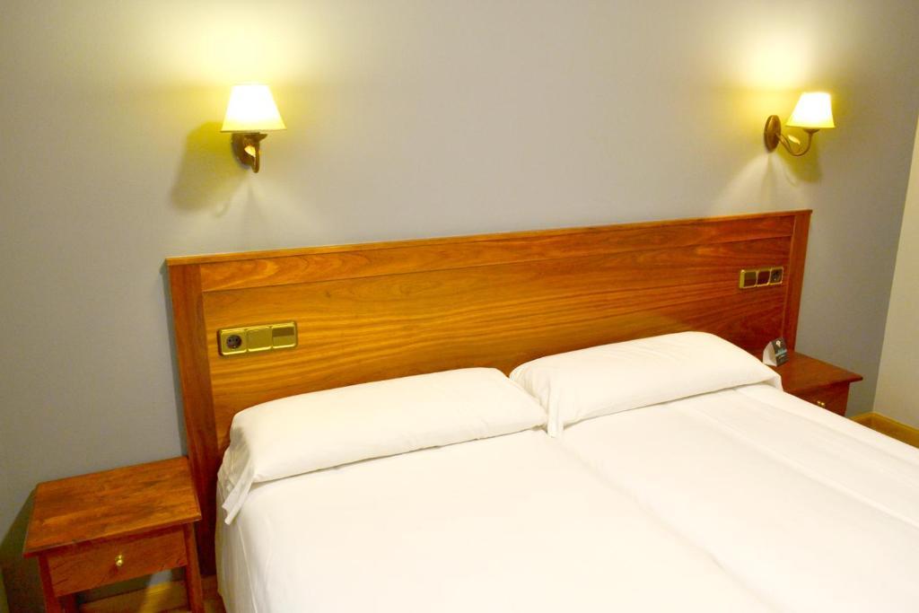 Een bed of bedden in een kamer bij Hotel Alda Los Templarios