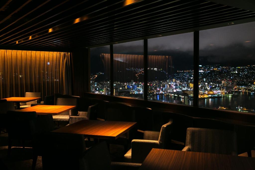 ポイント3.夜景を眺める3つのバーラウンジ