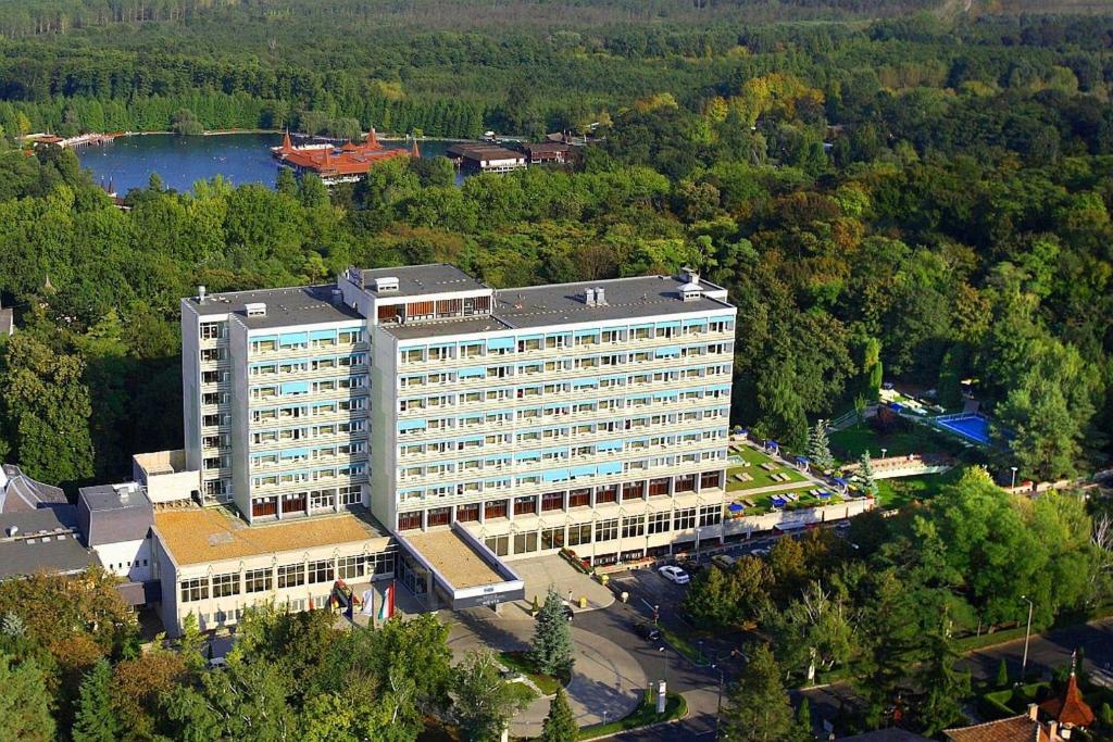 Danubius Health Spa Resort Hévíz з висоти пташиного польоту
