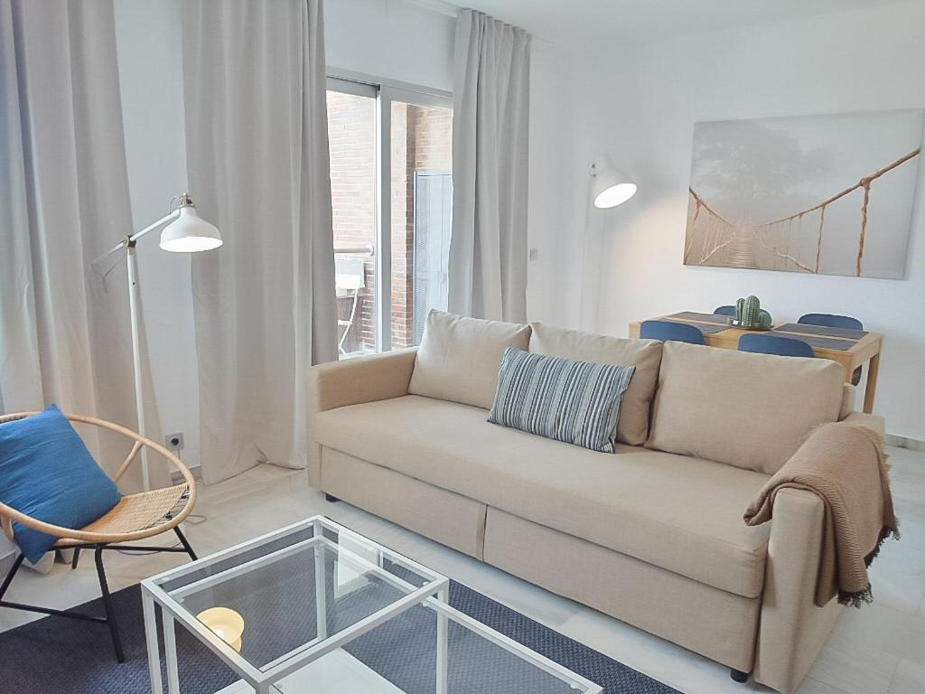 A seating area at DFlat Escultor Madrid Apartments