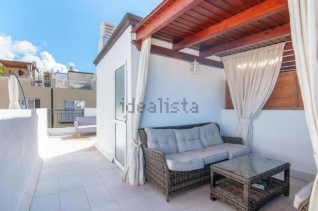 A seating area at Two bedroom duplex with spectacular ocean view