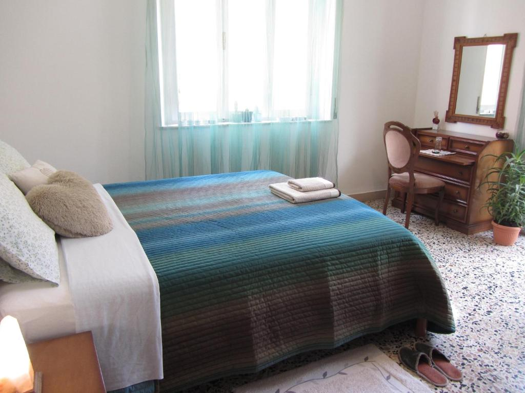 A bed or beds in a room at Kitty House - camera matrimoniale