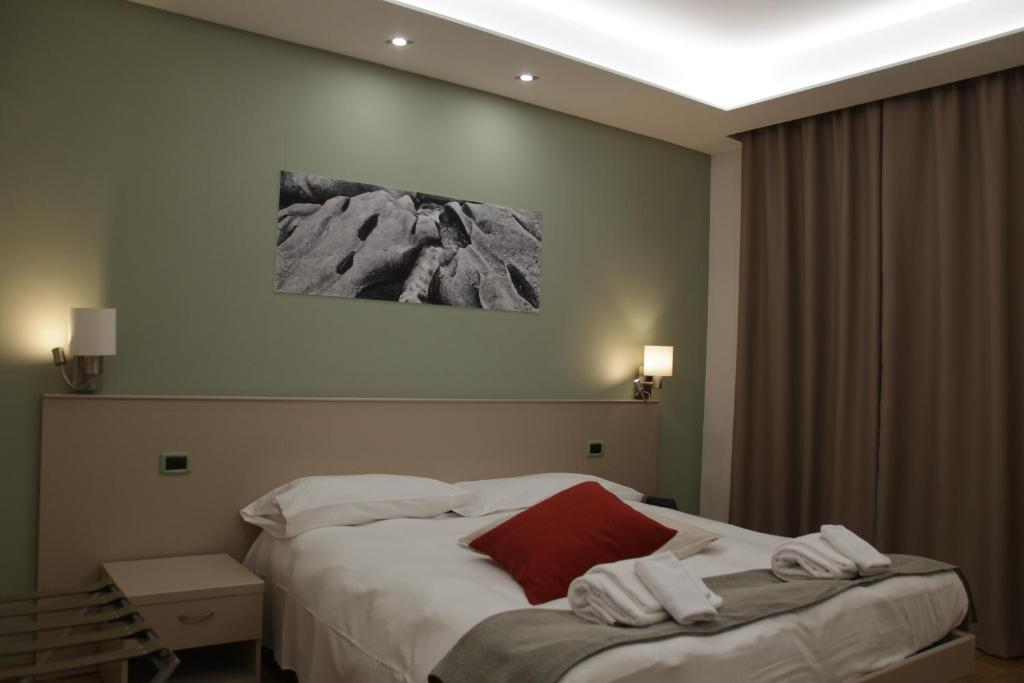 A bed or beds in a room at Albergo Da Benedetta
