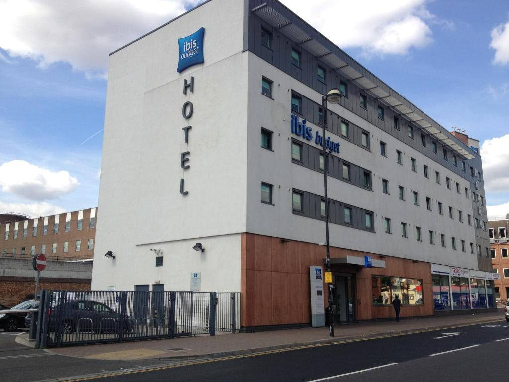 Hotel ibis budget london hounslow including reviews for Booking hotel