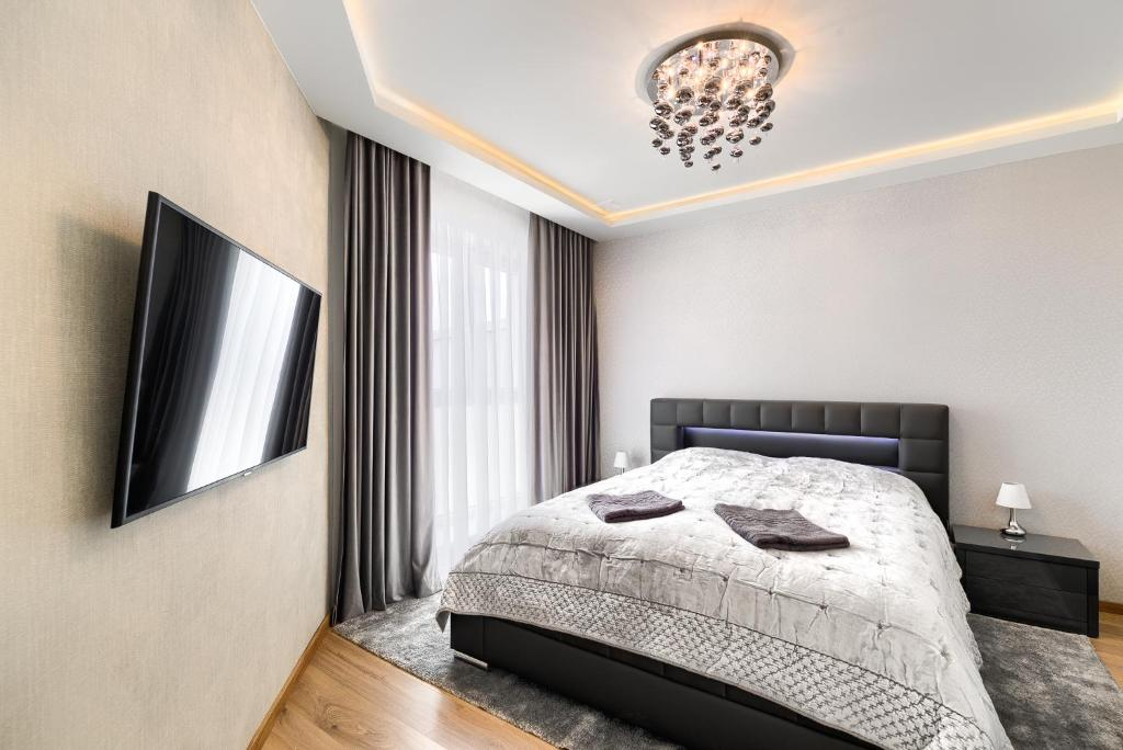 A bed or beds in a room at Toress Apartamenty Deptak