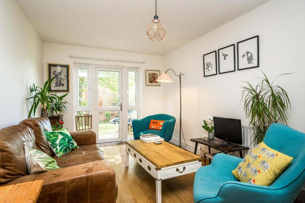 A seating area at NEW Lovely 1 Bedroom flat in South East London