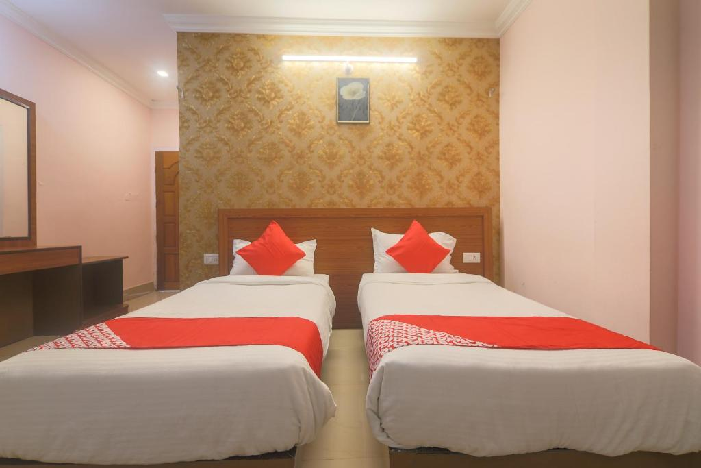 A bed or beds in a room at OYO 29968 D'courtyard Resort