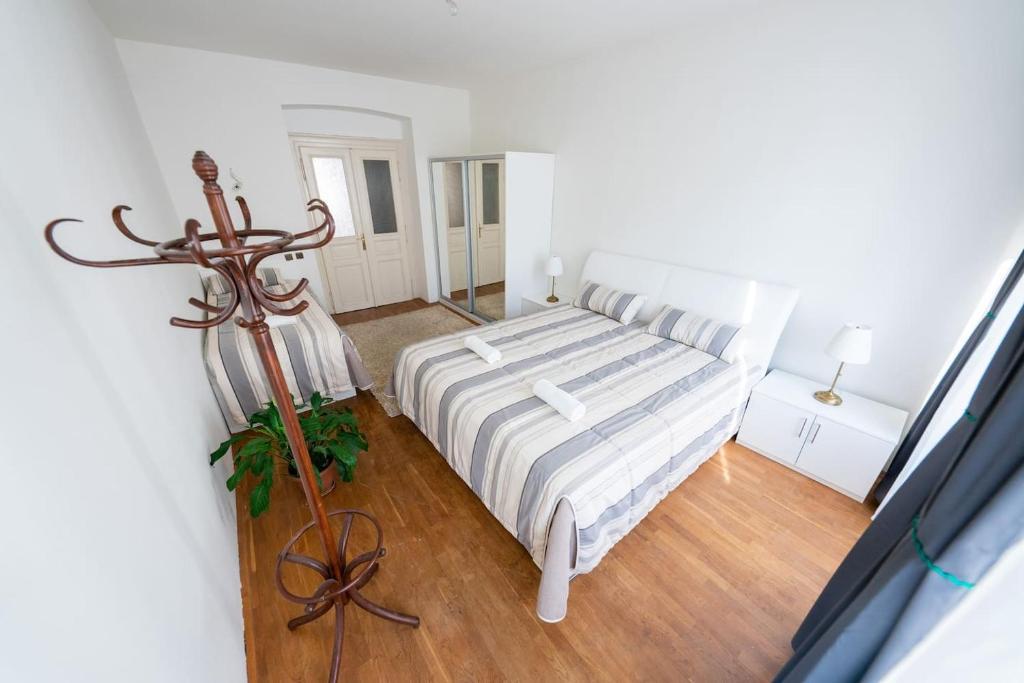 Tempat tidur dalam kamar di Moskevska Apartment - 3 bedrooms with King size beds