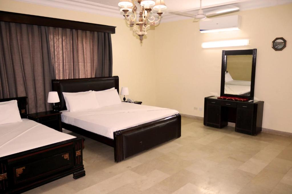 A bed or beds in a room at Mashwani Guest House def