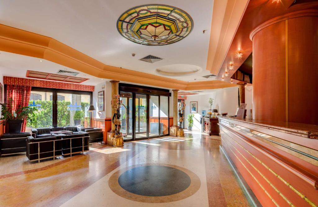 The lobby or reception area at Best Western Hotel Tritone