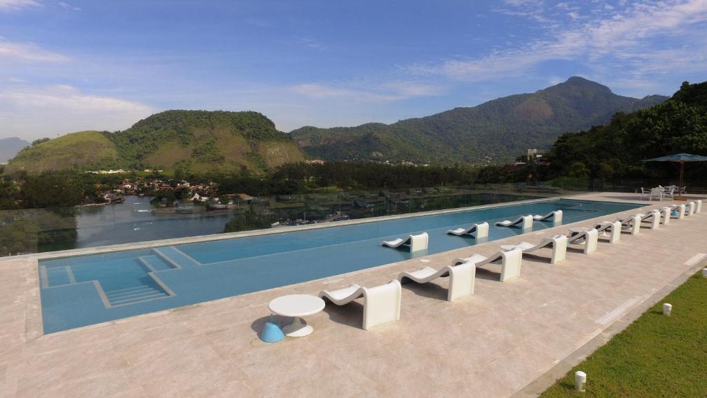 A view of the pool at Hotel Serramar or nearby