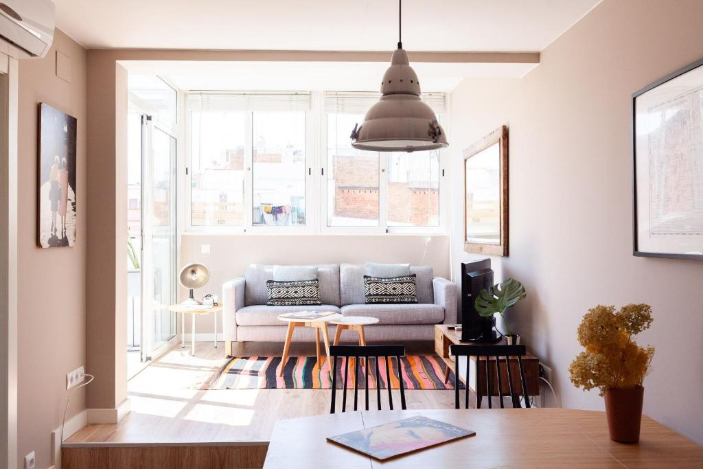 A seating area at Brummell Apartments Poble Sec