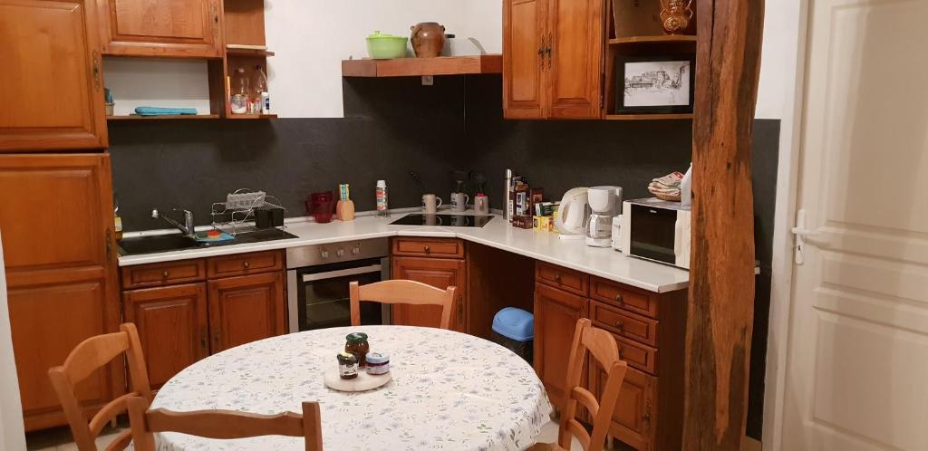 Cuisine ou kitchenette dans l'établissement Le rossignol