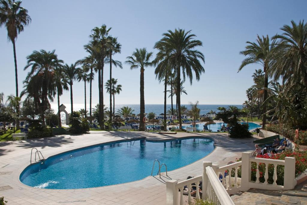 Het zwembad bij of vlak bij Hotel Best Triton