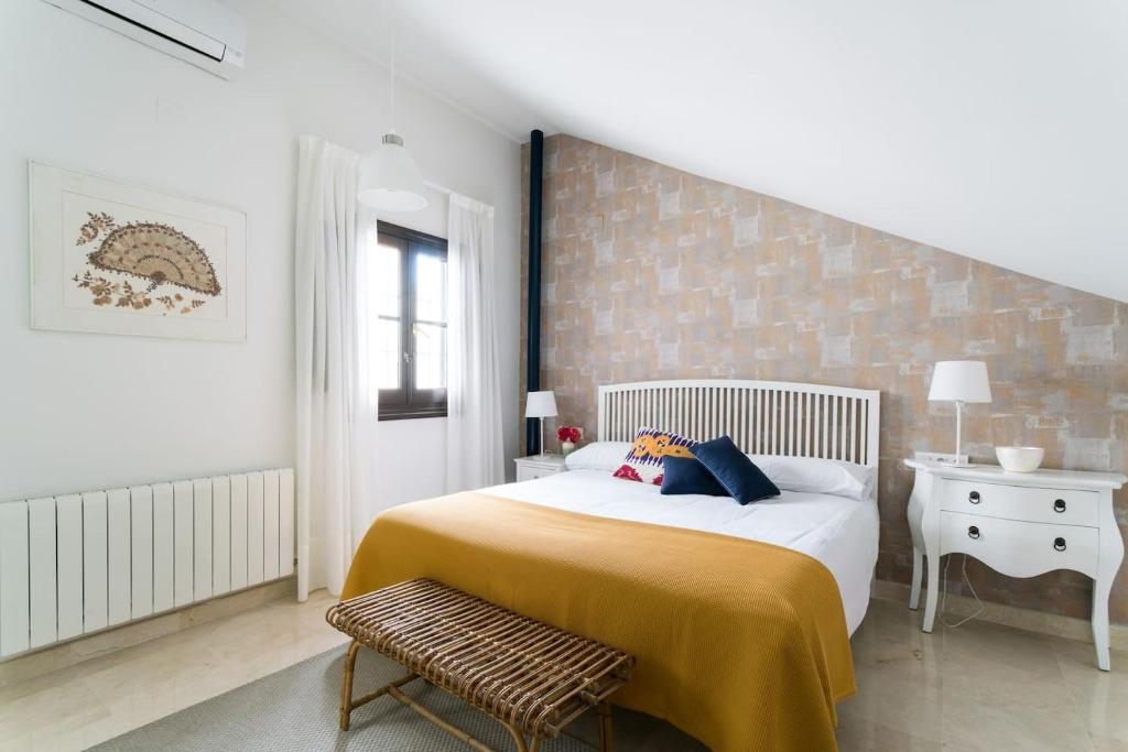 A bed or beds in a room at Apartamento Casa la Moneda, Catedral