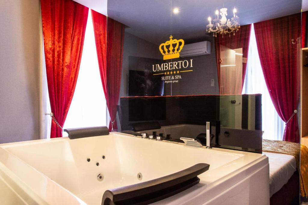 Ein Badezimmer in der Unterkunft UMBERTO I° SUITE & SPA