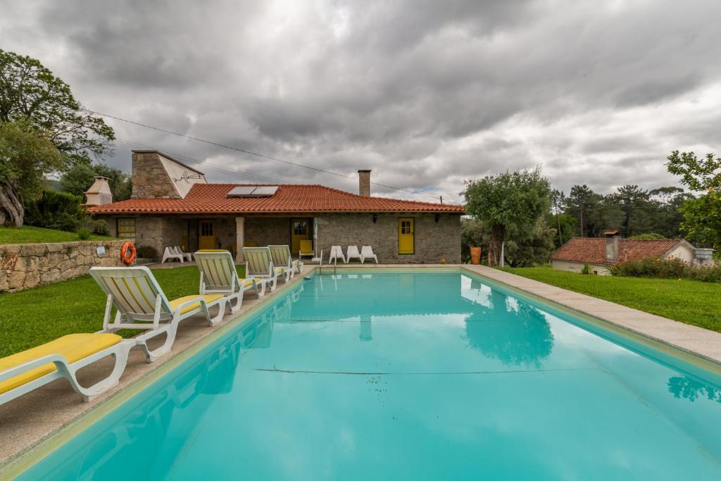 The swimming pool at or near Eido Da Portela - Casa De Campo