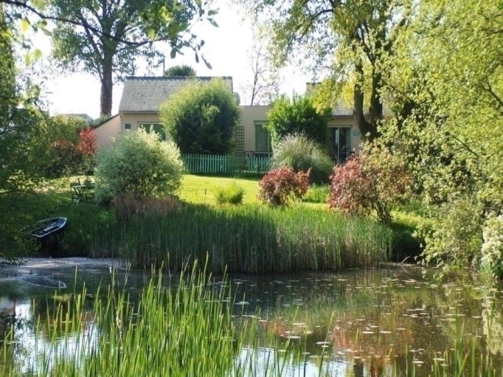 Maison de vacances / Gîte House Au jardin d\'eau - bambou zen (France ...