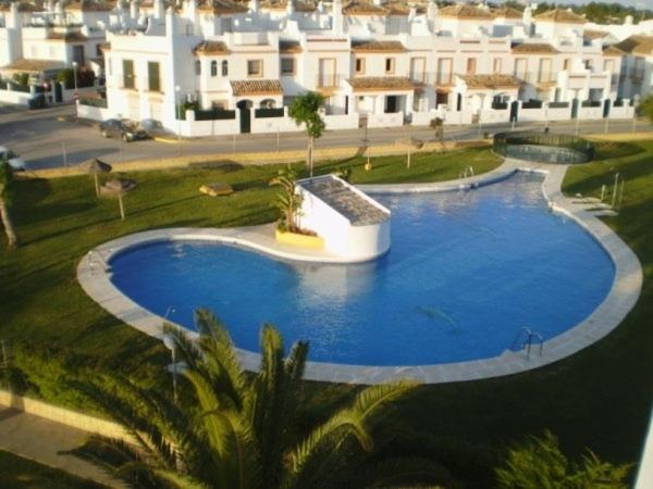 A view of the pool at Apartaclub la Barrosa or nearby