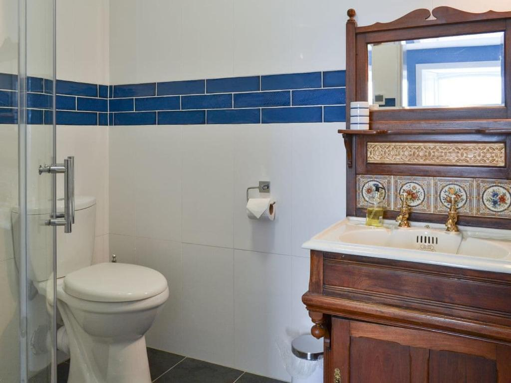 A bathroom at Fircliff - The House on Bute
