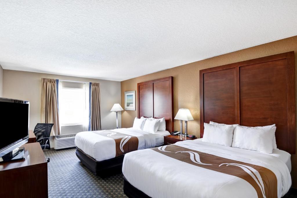 Un ou plusieurs lits dans un hébergement de l'établissement Quality Inn & Suites Heritage Park