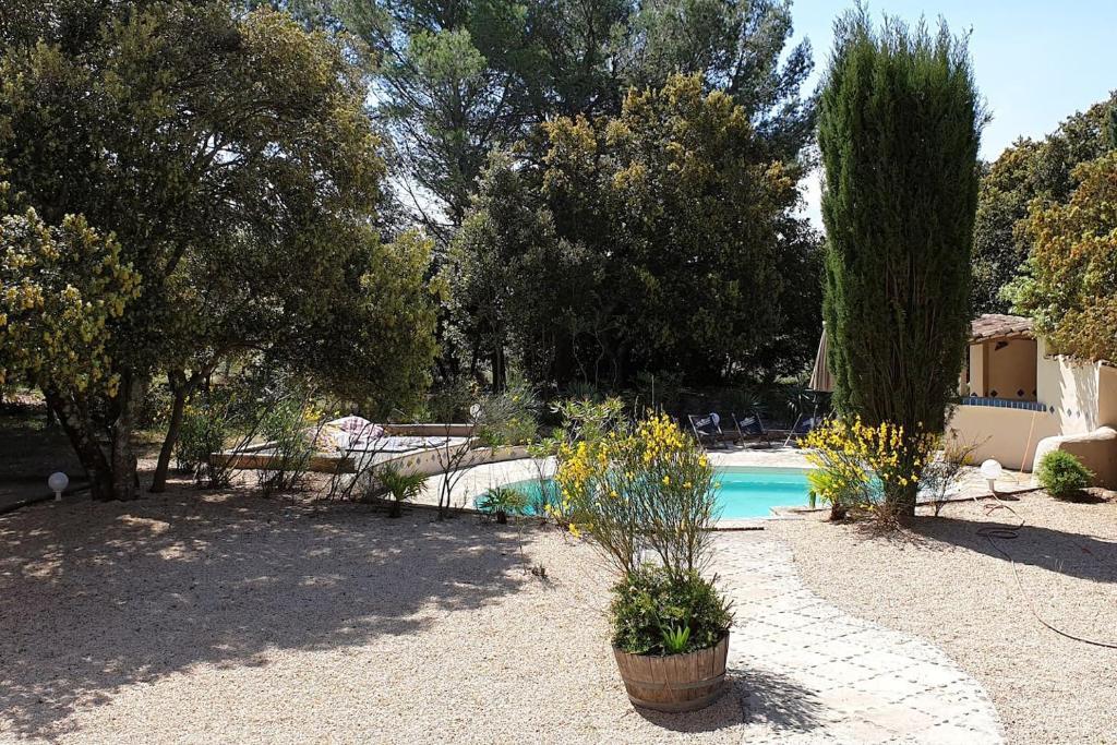 The swimming pool at or near grande maison avec piscine et terrain de boules