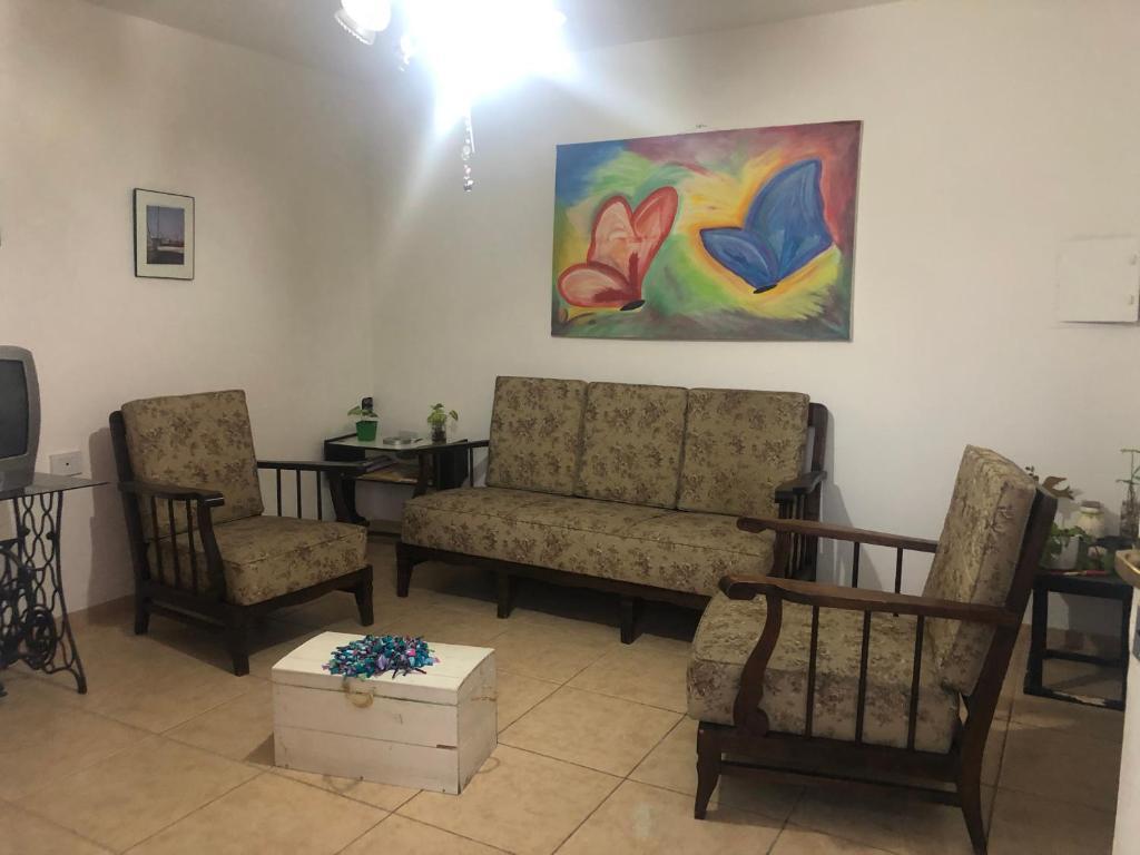 A seating area at Departamento en Tabanera 3409