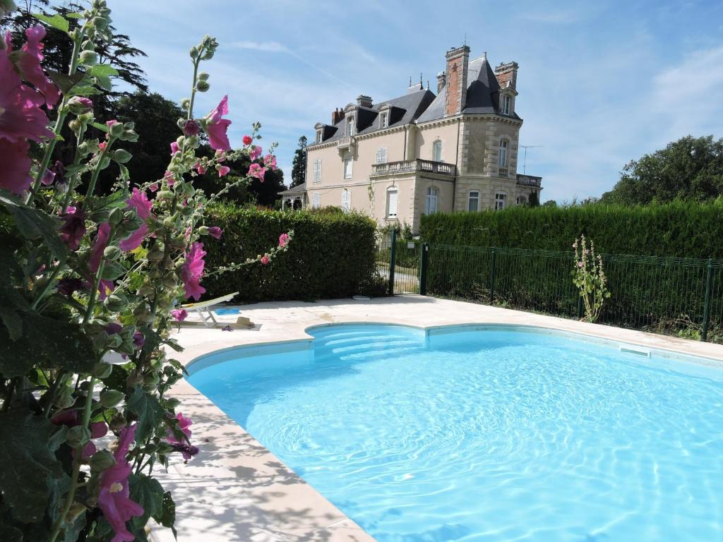 The swimming pool at or close to Chateau Vary and Loire Valley Cottages