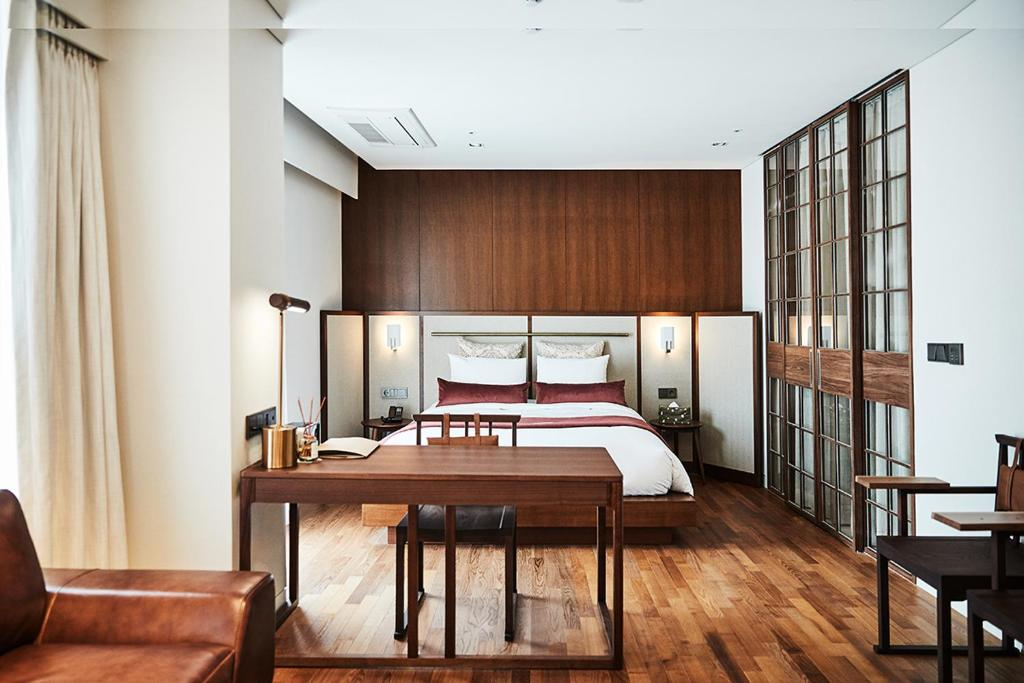 A bed or beds in a room at La Casa Hotel Seoul