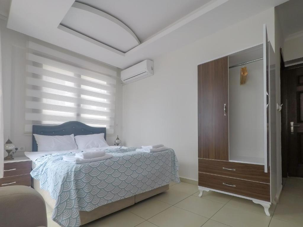 A bed or beds in a room at Eyna Hotel