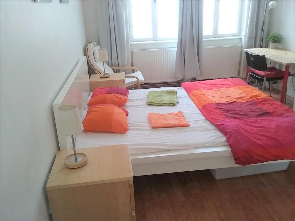 Central Market Hall apartment tesisinde bir odada yatak veya yataklar