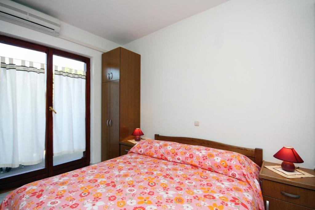 A bed or beds in a room at Double Room Palit 5044b