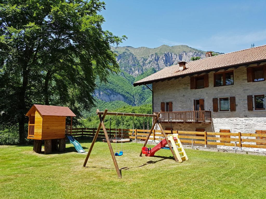 Children's play area at Villa Paradiso Parolari