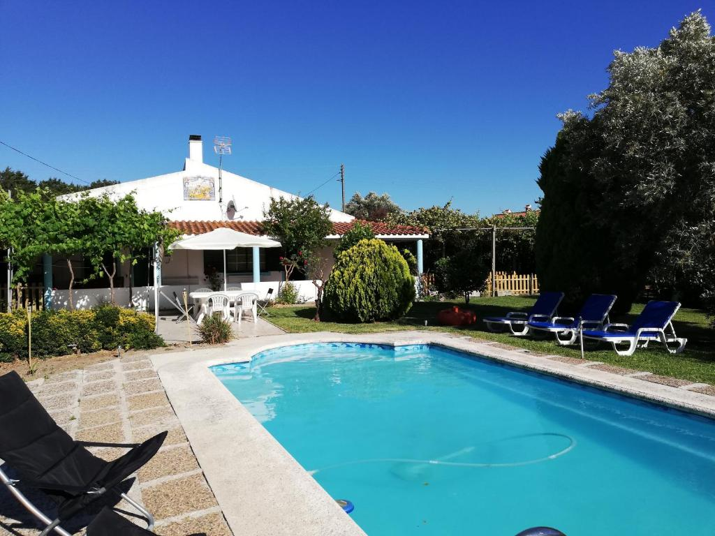 The swimming pool at or near Quinta Dois D´s