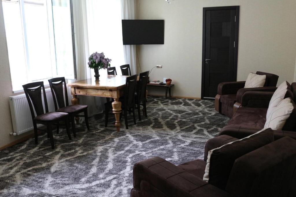 Ein Sitzbereich in der Unterkunft Guesthouse Suja