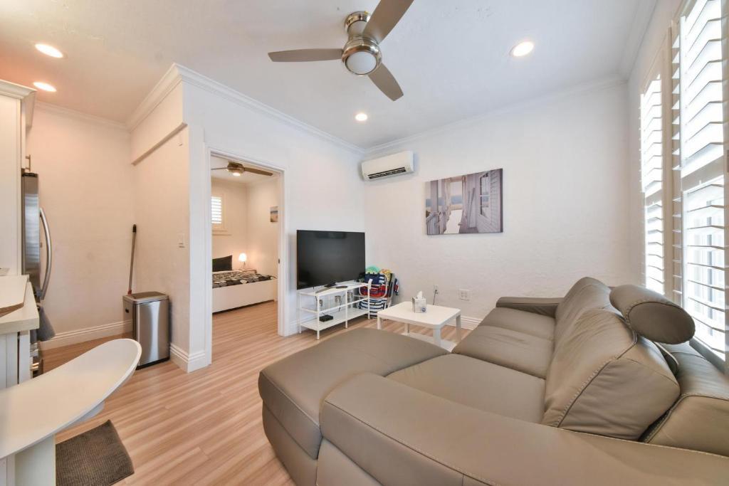 Modern Apartment Newport Beach Ca Booking Com