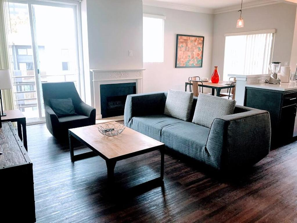 A seating area at Executive Apartments in Westwood LA