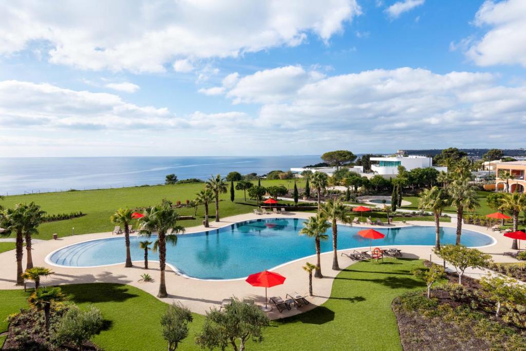 Vista de la piscina de Cascade Wellness Resort o alrededores